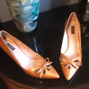 Joan & David kitten heels pumps size 7.5